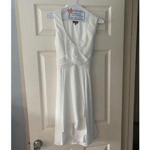 NWOT Vince Camuto Tie Back Dress Size 8